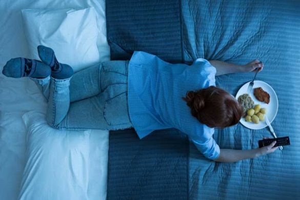 ¿Es mejor saltarse la cena o comer antes de acostarse?